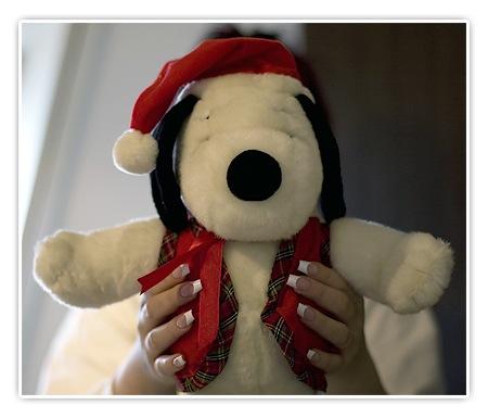 Snoopy als Weihnachts-Plüschfigur