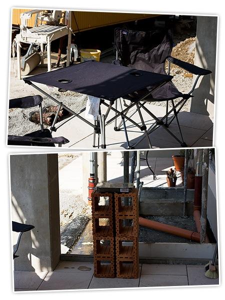 Terrasse mit Campingstühle und Standgrill *gg*