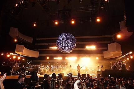 Xavier Naidoo Konzert - Bühnenshow mit riesiger Kugel