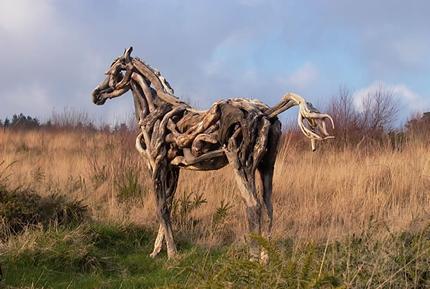 Pferdeskulptur aus Treibholz
